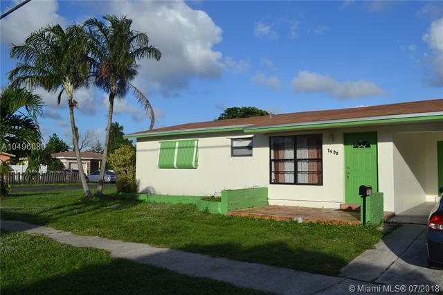 7490 Polk St, Hollywood, FL 33024 (MLS #A10496080) :: The Riley Smith Group