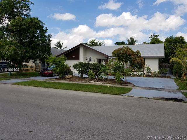 1307 SW 74th Ave, North Lauderdale, FL 33068 (MLS #A10496409) :: The Teri Arbogast Team at Keller Williams Partners SW