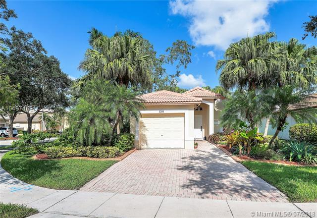 1208 NW 170th Ave, Pembroke Pines, FL 33028 (MLS #A10497168) :: The Teri Arbogast Team at Keller Williams Partners SW
