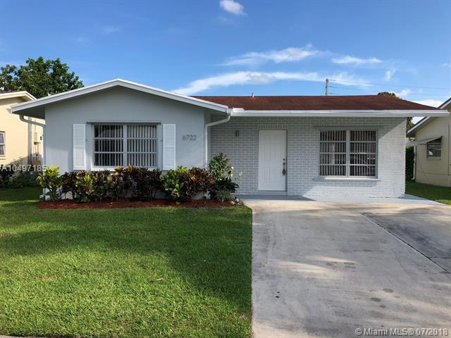 6722 NW 62nd St, Tamarac, FL 33321 (MLS #A10497185) :: The Teri Arbogast Team at Keller Williams Partners SW