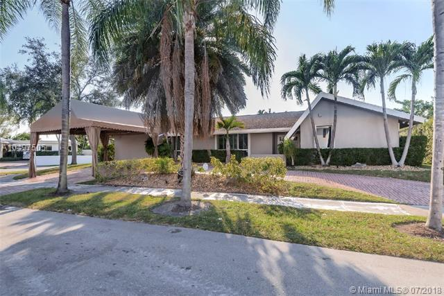 19700 NE 23rd Ave, Miami, FL 33180 (MLS #A10497505) :: The Teri Arbogast Team at Keller Williams Partners SW
