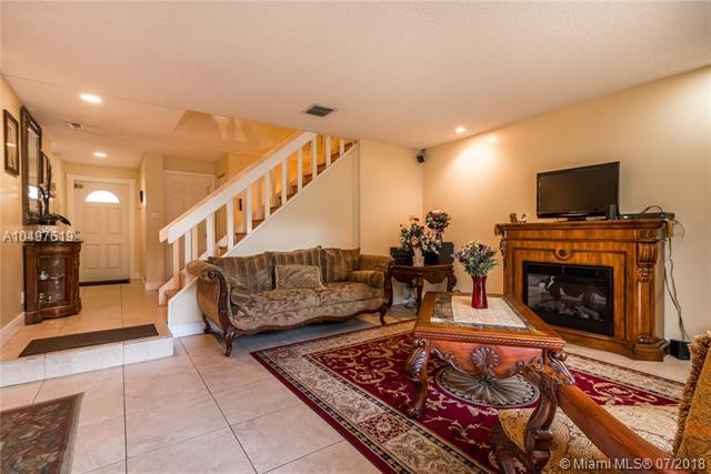 8246 NW 9th Ct #7, Plantation, FL 33324 (MLS #A10497619) :: The Teri Arbogast Team at Keller Williams Partners SW