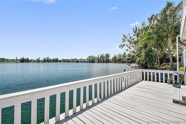 7016 SW 48th Ln, Miami, FL 33155 (MLS #A10497688) :: The Erice Group