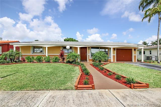 1500 N 40th Ave, Hollywood, FL 33021 (MLS #A10498297) :: The Teri Arbogast Team at Keller Williams Partners SW