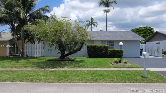 8131 SW 6th Ct, North Lauderdale, FL 33068 (MLS #A10499266) :: The Teri Arbogast Team at Keller Williams Partners SW