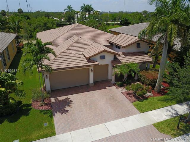 10970 NW 78th Pl, Parkland, FL 33076 (MLS #A10499381) :: The Chenore Real Estate Group