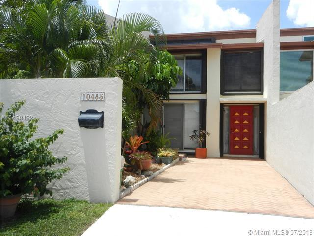10485 SW 80 St, Miami, FL 33173 (MLS #A10499492) :: The Teri Arbogast Team at Keller Williams Partners SW