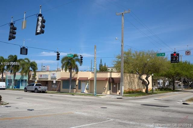 425 S 21st Ave, Hollywood, FL 33020 (MLS #A10499684) :: The Teri Arbogast Team at Keller Williams Partners SW