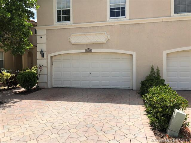 5189 Stagecoach Dr, Coconut Creek, FL 33073 (MLS #A10500574) :: Green Realty Properties