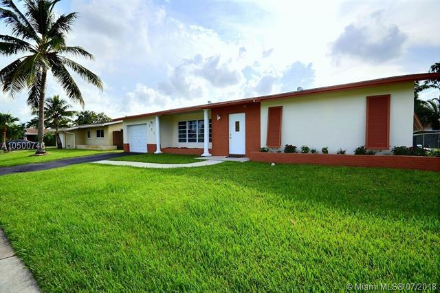721 NW 98th Ave, Pembroke Pines, FL 33024 (MLS #A10500746) :: Green Realty Properties