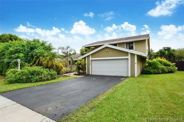 1641 SW 53rd Ave, Plantation, FL 33317 (MLS #A10501064) :: Green Realty Properties