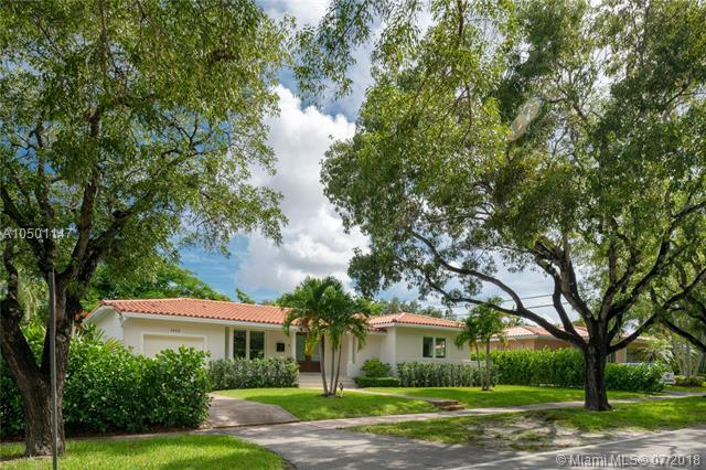 1545 Certosa Ave, Coral Gables, FL 33146 (MLS #A10501147) :: Hergenrother Realty Group Miami