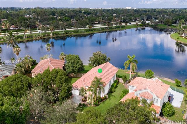 10500 Buenos Aires St, Cooper City, FL 33026 (MLS #A10501558) :: RE/MAX Presidential Real Estate Group