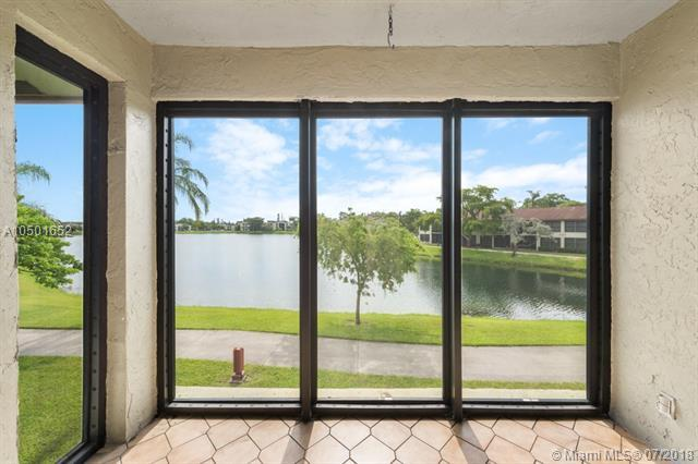 204 Lake Pointe Dr #203, Oakland Park, FL 33309 (MLS #A10501652) :: The Riley Smith Group