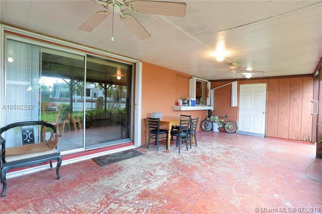 14204 SW 84th St, Miami, FL 33183 (MLS #A10502892) :: Green Realty Properties