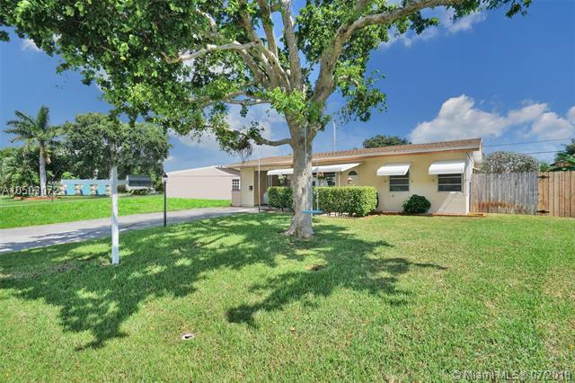 1631 NE 32nd Ct, Pompano Beach, FL 33064 (MLS #A10503072) :: The Teri Arbogast Team at Keller Williams Partners SW