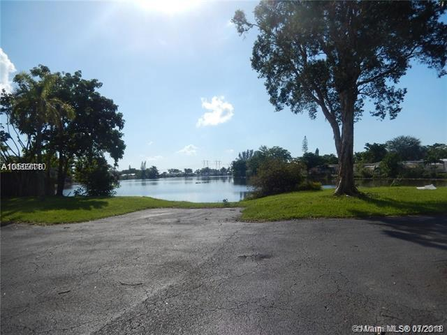 261 NW 218th Way, Pembroke Pines, FL 33029 (MLS #A10503110) :: The Teri Arbogast Team at Keller Williams Partners SW
