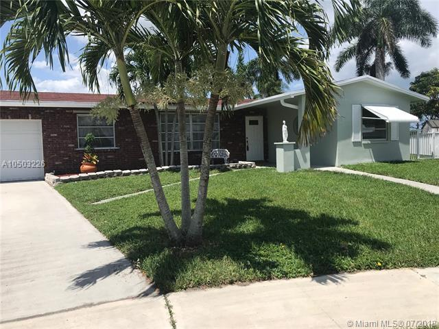 2121 NW 95th Ave, Pembroke Pines, FL 33024 (MLS #A10503226) :: The Riley Smith Group