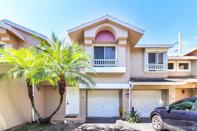 2114 W Discovery Cir W, Deerfield Beach, FL 33442 (MLS #A10503782) :: Green Realty Properties