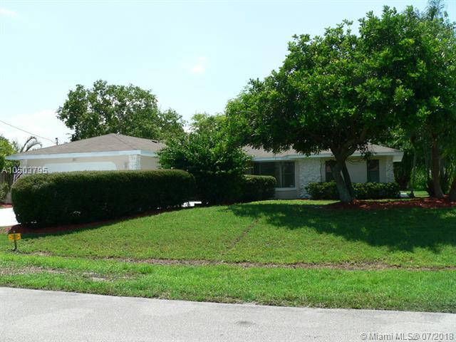 205 SE Verada Ave, Port St. Lucie, FL 34983 (MLS #A10503795) :: Stanley Rosen Group