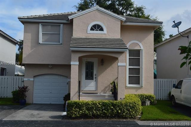 9861 NW 2nd St, Plantation, FL 33324 (MLS #A10503808) :: The Teri Arbogast Team at Keller Williams Partners SW