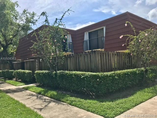 9963 NW 7th St #9963, Plantation, FL 33324 (MLS #A10504363) :: The Teri Arbogast Team at Keller Williams Partners SW
