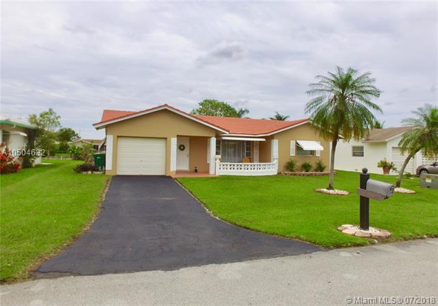 9501 NW 70th Pl, Tamarac, FL 33321 (MLS #A10504632) :: Green Realty Properties