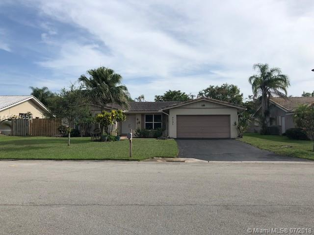 8242 NW 11th St, Coral Springs, FL 33071 (MLS #A10504651) :: The Teri Arbogast Team at Keller Williams Partners SW