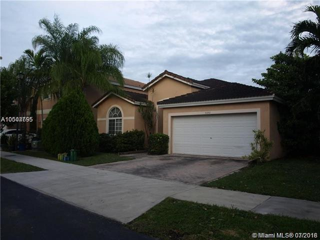 5351 NW 110th Ave, Doral, FL 33178 (MLS #A10504695) :: Calibre International Realty