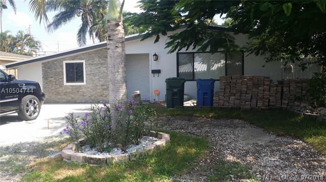 221 NE 43rd St, Oakland Park, FL 33334 (MLS #A10504744) :: Green Realty Properties