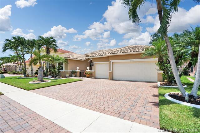 18467 SW 7th St, Pembroke Pines, FL 33029 (MLS #A10505024) :: Carole Smith Real Estate Team