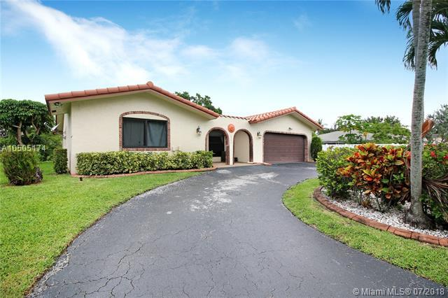 8596 NW 27th Dr, Coral Springs, FL 33065 (MLS #A10505174) :: The Teri Arbogast Team at Keller Williams Partners SW