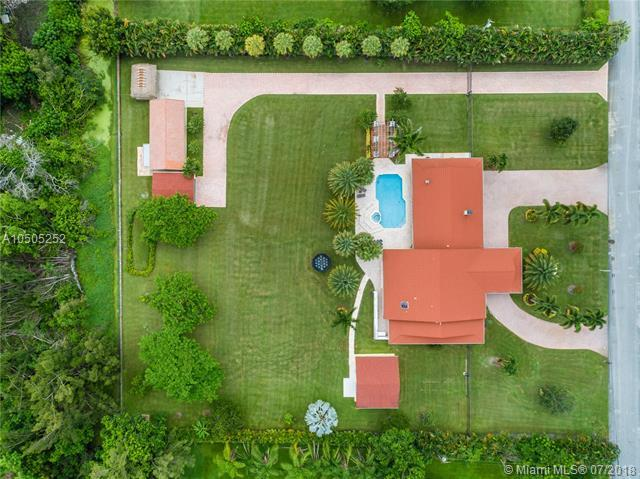6411 SW 183rd Way, Southwest Ranches, FL 33331 (MLS #A10505252) :: RE/MAX Presidential Real Estate Group