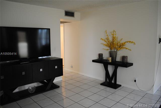 13550 SW 6th Ct 413A, Pembroke Pines, FL 33027 (MLS #A10505414) :: The Riley Smith Group