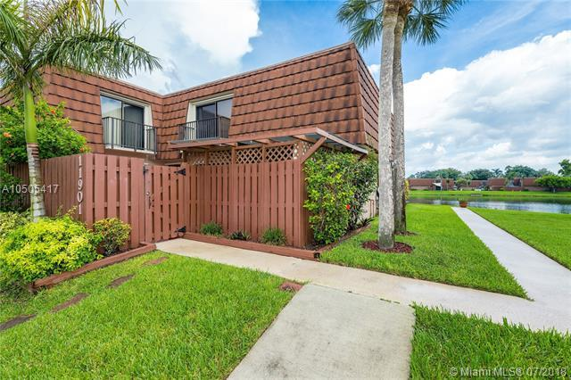 11901 SW 12th Ct, Davie, FL 33325 (MLS #A10505417) :: The Chenore Real Estate Group