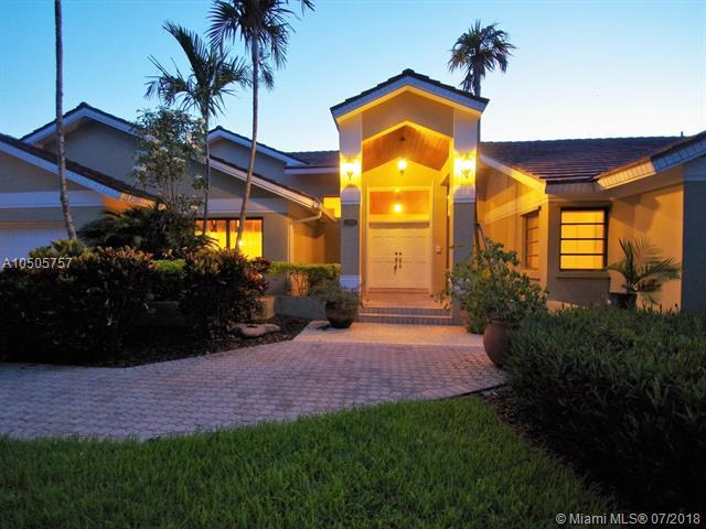 16140 SW 77th Ave, Palmetto Bay, FL 33157 (MLS #A10505757) :: The Erice Group