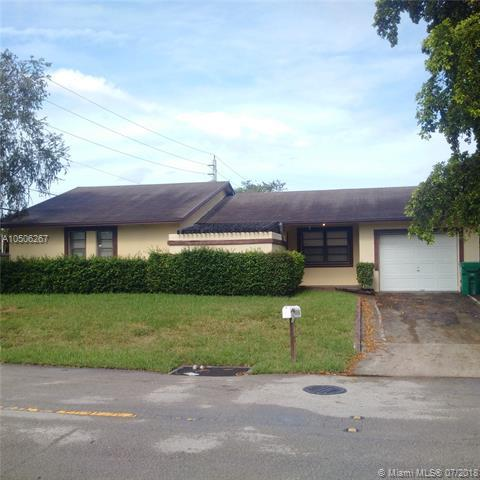 1701 SW 97th Ave, Miramar, FL 33025 (MLS #A10506267) :: The Chenore Real Estate Group
