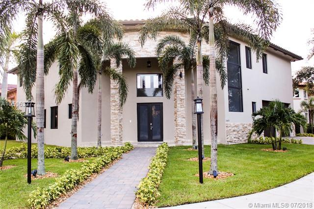 16620 NW 84th Ct, Miami Lakes, FL 33016 (MLS #A10506337) :: The Riley Smith Group