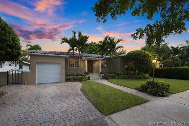 821 Malaga Ave, Coral Gables, FL 33134 (MLS #A10506411) :: Hergenrother Realty Group Miami