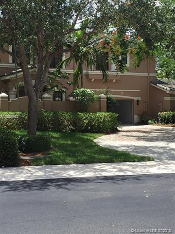 2746 Center Ct Dr 1-32, Weston, FL 33332 (MLS #A10506983) :: The Riley Smith Group