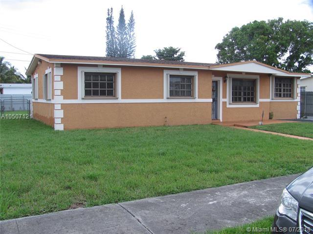 19610 NW 40th Ct, Miami Gardens, FL 33055 (MLS #A10507121) :: Carole Smith Real Estate Team