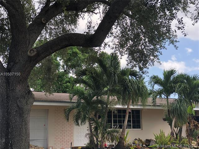 7621 NW 15th St, Pembroke Pines, FL 33024 (MLS #A10507150) :: The Riley Smith Group