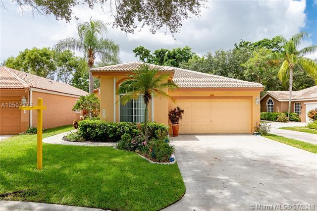 1431 Banyan Cir, Pompano Beach, FL 33069 (MLS #A10507275) :: Laurie Finkelstein Reader Team