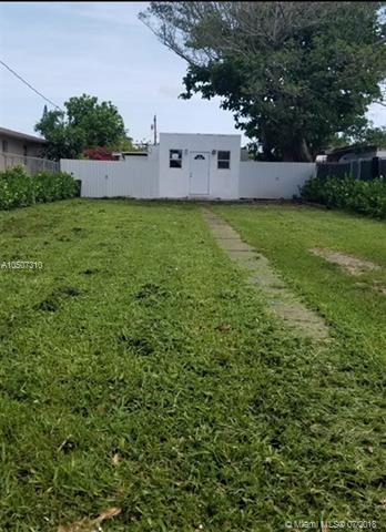 2372 NW 34th St, Miami, FL 33142 (MLS #A10507310) :: Green Realty Properties