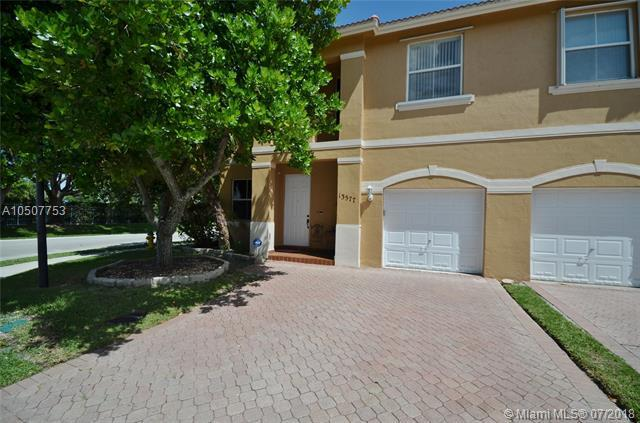 13577 NW 7th St, Pembroke Pines, FL 33028 (MLS #A10507753) :: The Chenore Real Estate Group