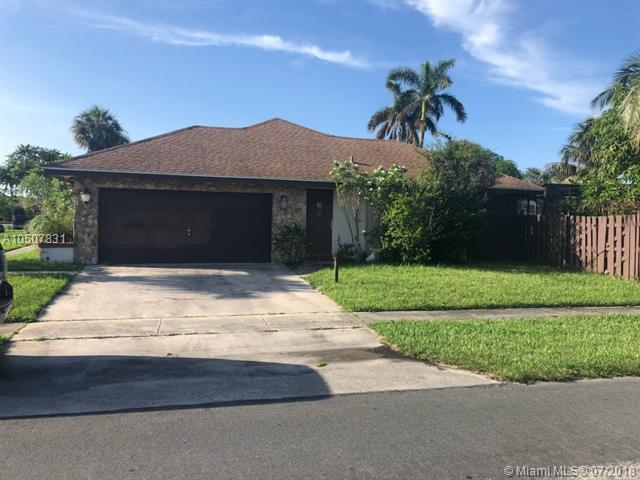 1150 NW 77th Ave, Plantation, FL 33322 (MLS #A10507831) :: The Chenore Real Estate Group
