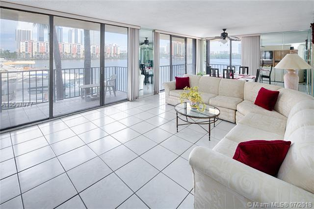 290 174th St M19, Sunny Isles Beach, FL 33160 (MLS #A10507977) :: The Erice Group