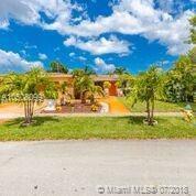 301 NW 76th Ter, Pembroke Pines, FL 33024 (MLS #A10508099) :: Green Realty Properties