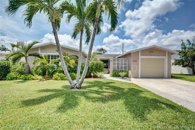 1316 Arthur St, Hollywood, FL 33019 (MLS #A10508284) :: Green Realty Properties