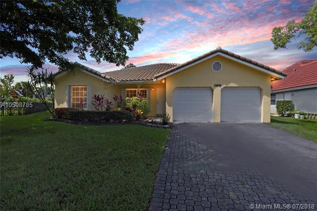 10606 NW 16th St, Coral Springs, FL 33071 (MLS #A10508785) :: Green Realty Properties